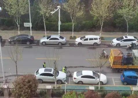又为老百姓办了一件大好事儿,济宁临时停车位被清洗!-3.jpg